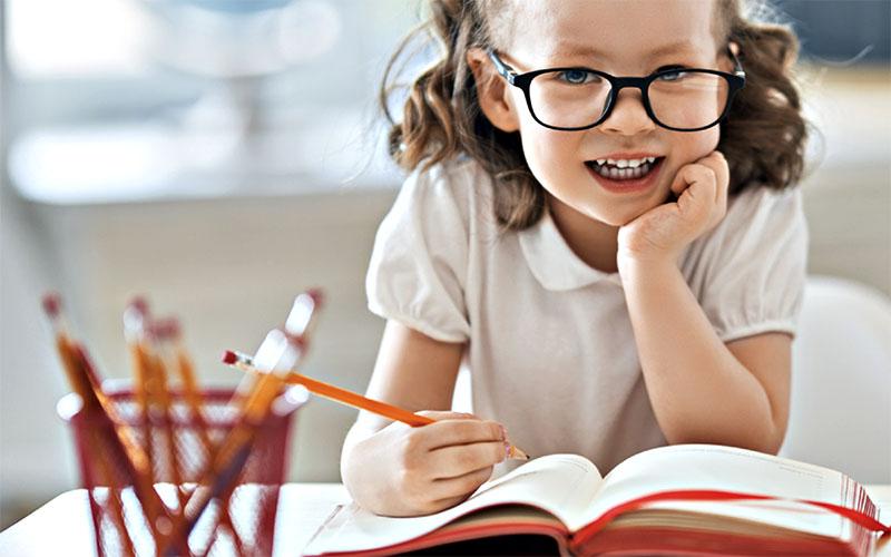 Photo of كيف تعلمين طفلك لغتين فى آن واحد؟!