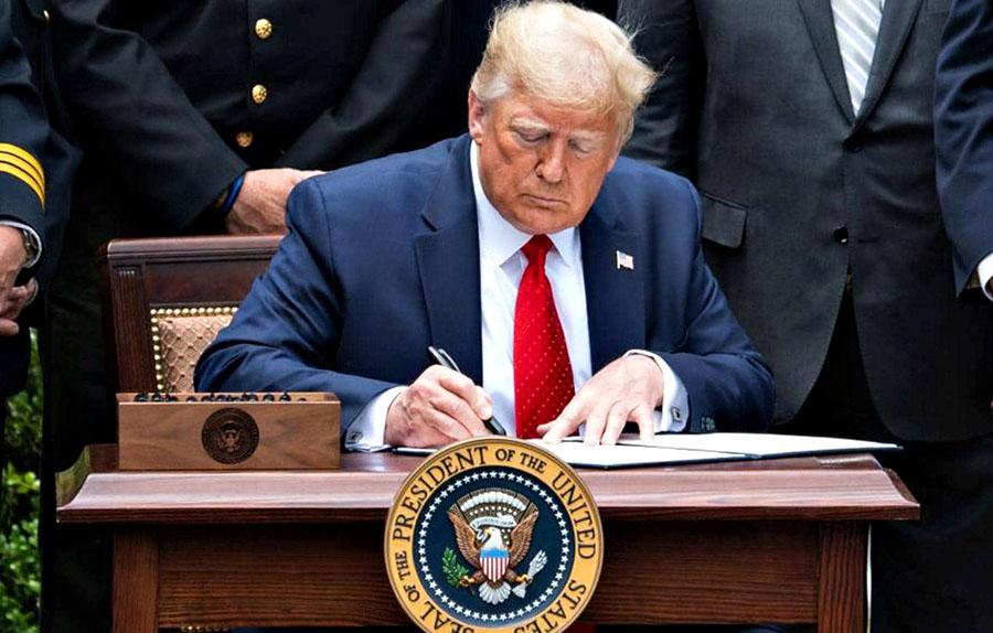 Photo of ترامب يوقع قانونا ضد الصين