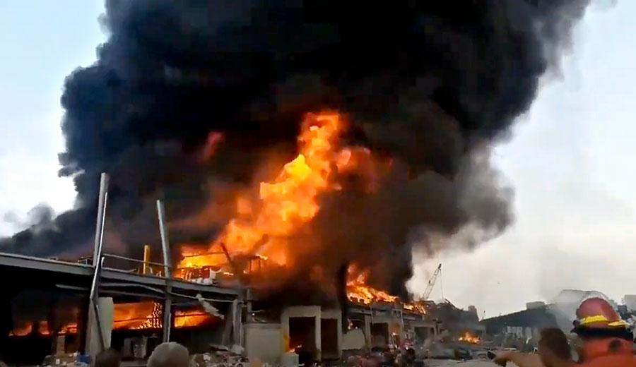 Photo of بالفيديو.. إندلاع حريق جديد في مرفأ بيروت