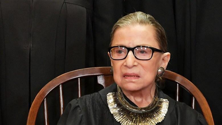 Photo of توفيت قاضية المحكمة العليا الأمريكية روث بادر جينسبيرغ بسبب سرطان البنكرياس عن 87 عاماً